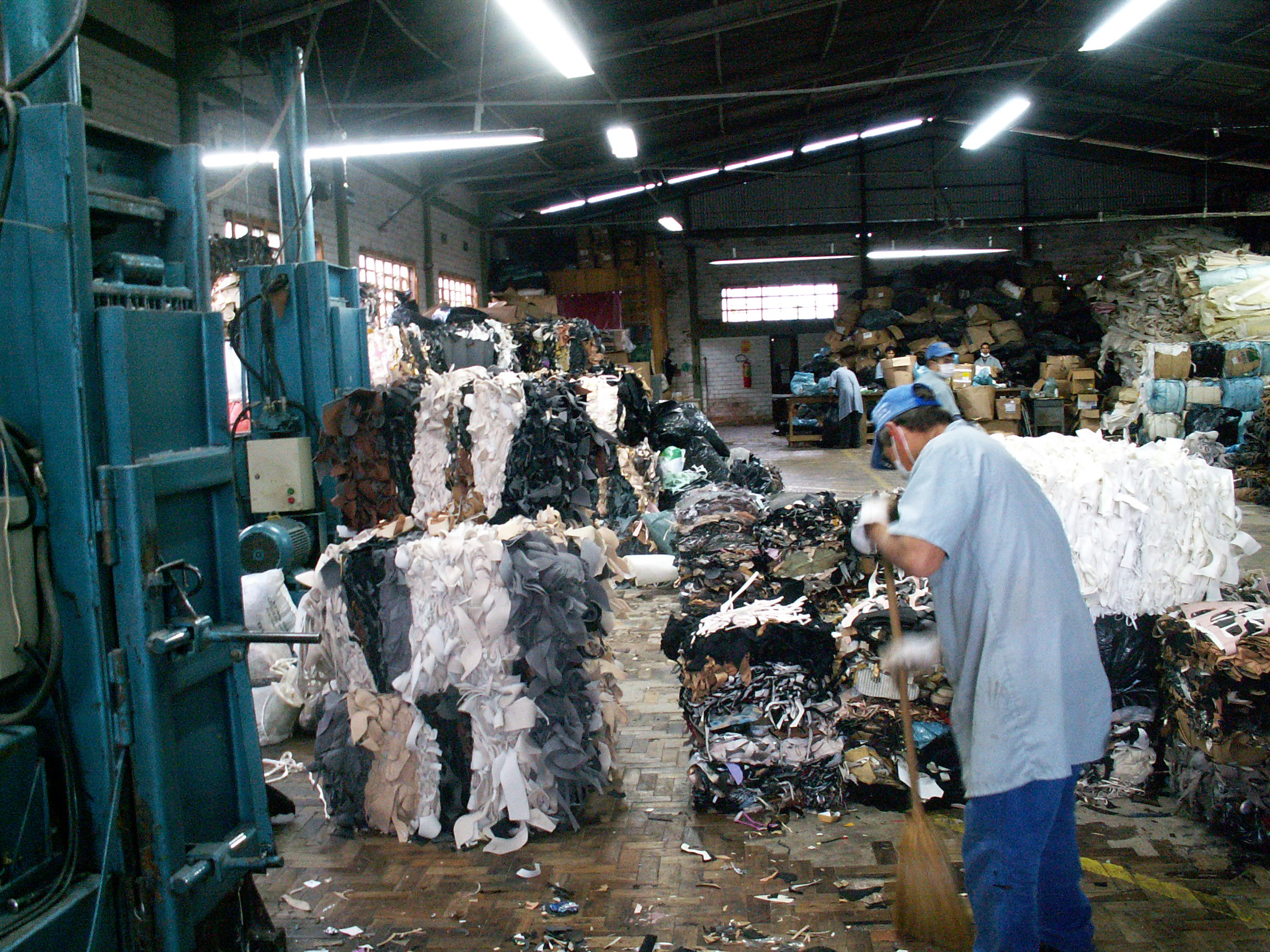 leather industry Gdftcli/2014 international labour organization sectoral activities department wages and working hours in the textiles, clothing, leather and footwear industries.